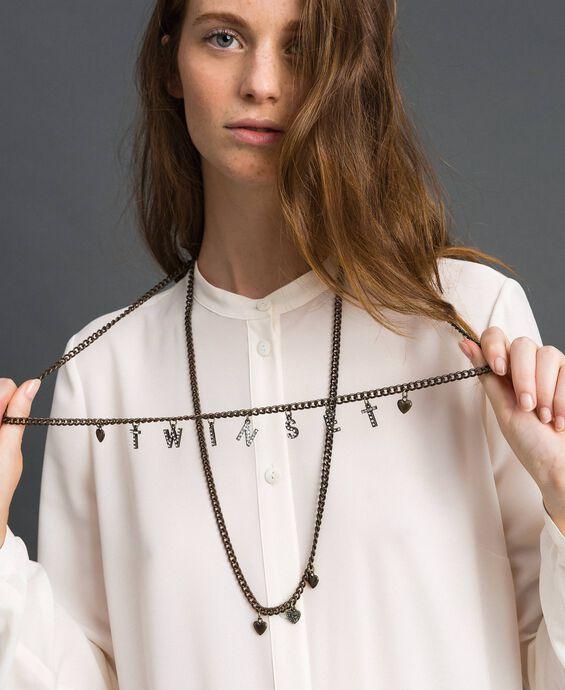 Collier avec rangées de chaîne et pendentifs