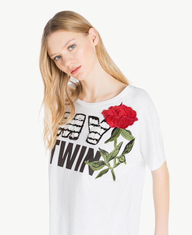 Maxi-T-Shirt mit Stickerei Weiß Frau YS825F-04