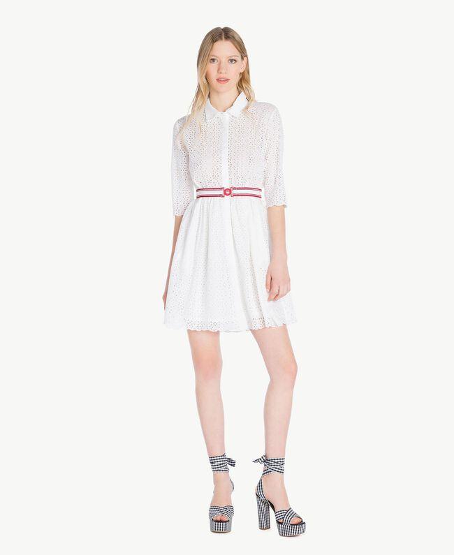 Kleid mit St. Galler Stickerei Mattweiß Frau YS82CA-01