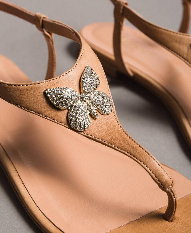 Sandales en cuir avec papillon bijou Beige Nougat Femme 191TCT090-03