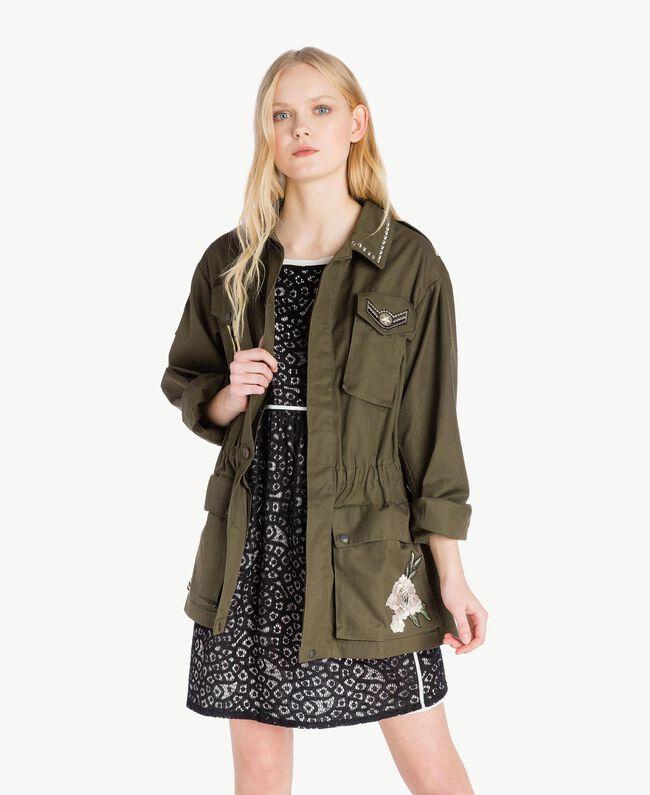 Jacke mit Stickereien Steingrün Frau YS826B-01