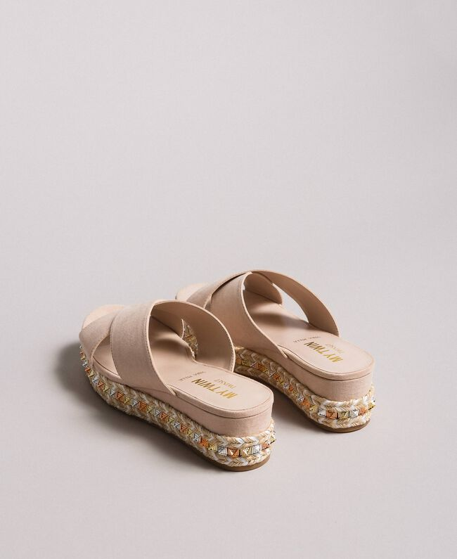 "Wildleder-Sandalen mit Nieten ""Surreal Pink"" Frau 191MCP136-04"