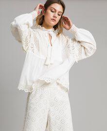 Блуза с вышивкой сангалло и воланом Белый Снег женщина 191TT2040-03