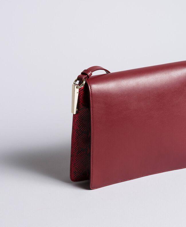 Grand sac à bandoulière en cuir lisse et animalier Bicolore Bordeaux / Python Bordeaux Femme AA8PG3-03
