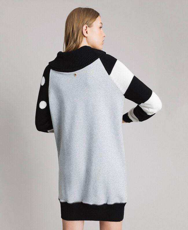 Sweatkleid mit Tupfen und Streifen Multicolour Hell Melange Grau / Schwarz / Weiß Frau 191MP3121-04