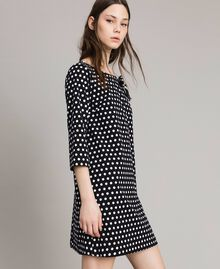 Kleid mit Tupfenmuster und Schleifenbrosche Zweifarbig Schwarz / Weiß Frau 191MP2361-02