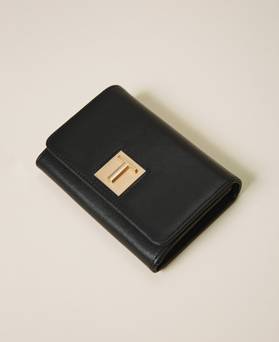 Leather wallet with flap Black Woman 202TD8043-01