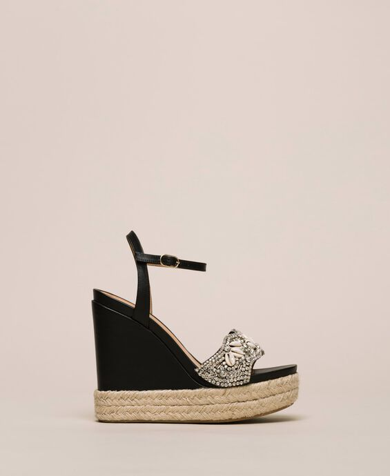 Leather sandals with wedge and embroidery