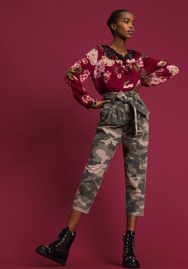 Pantalon cropped camouflage