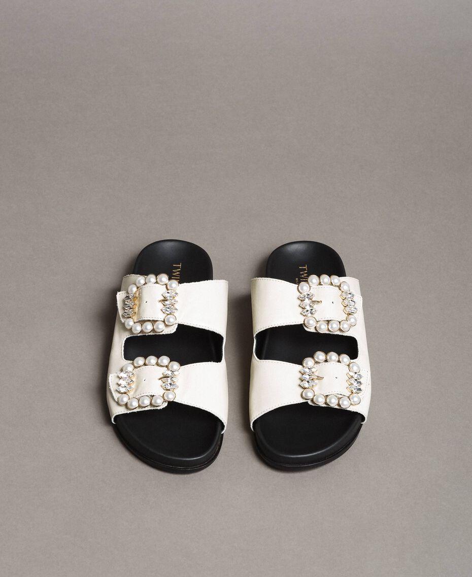 Leder-Sandalen mit Schnallen und Perlen Weiß Schnee Frau 191TCT09A-02