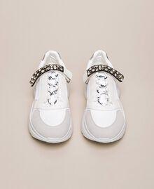Chaussures de running avec détail bijou Blanc Vanille Femme 201MCP092-05