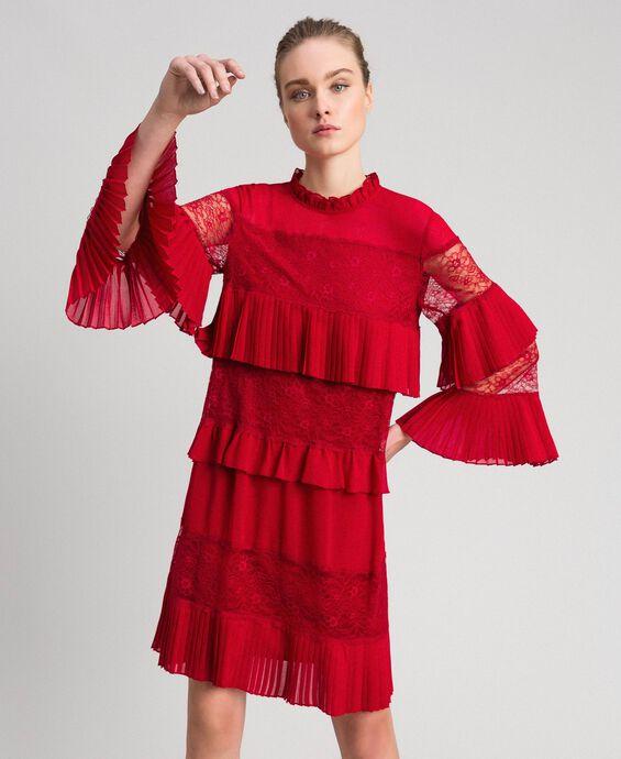Kleid aus Georgette und Spitze
