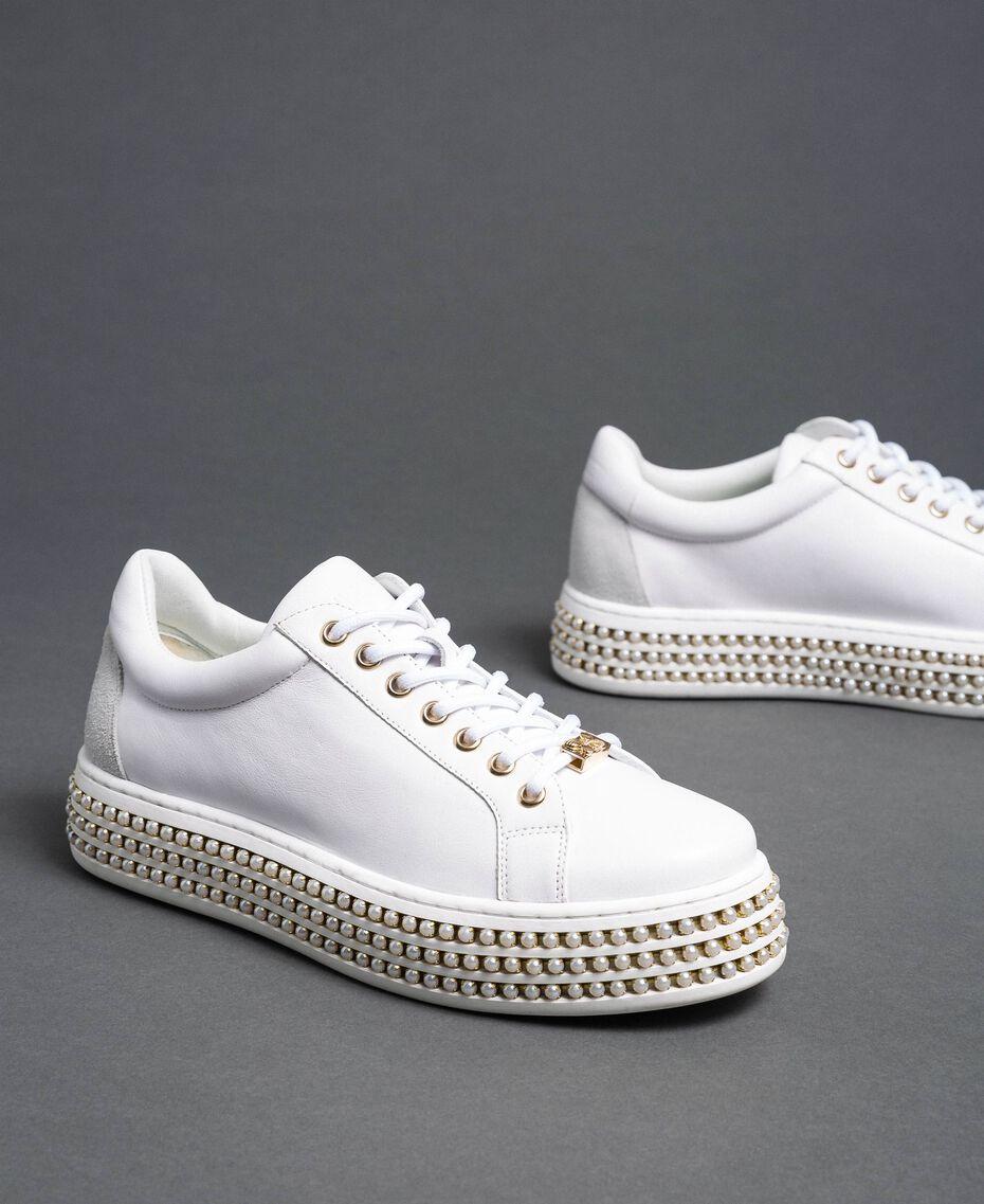 Sneakers in pelle con fondo alto e perle Bianco Donna 192TCP06J-01