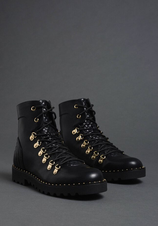 Combat boots with trekking-style fastening