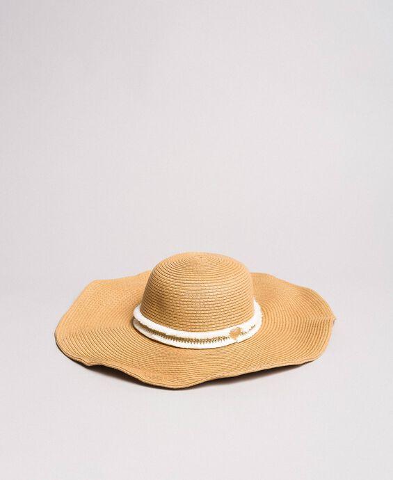 Cappello in paglia a tesa larga