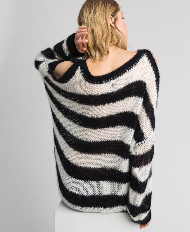 Gestreifter Pullover aus Mohair Streifen Schwarz / Pergamentweiß Frau 192TP3271-04