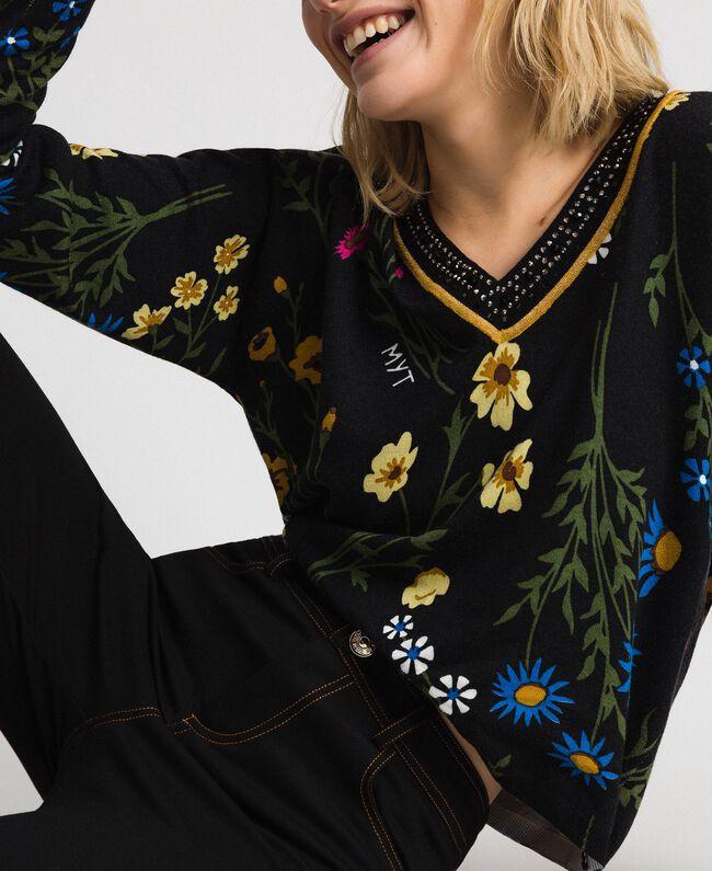 Cropped-Pullover mit Print und Lurex am Ausschnitt Motiv Schwarze Blumen Frau 192MP3231-01