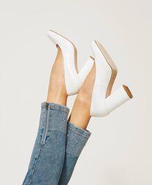"Leather court shoes with crocodile print ""Snow"" White Crocodile Print Woman 202TCP076-0S"