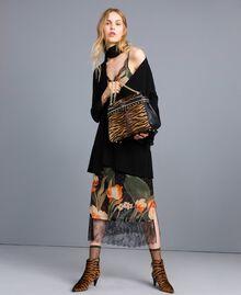 """Kleid im Unterkleidstil aus bedrucktem Georgette Print """"Schwarze Maxitulpe"""" Frau TA828U-0T"""