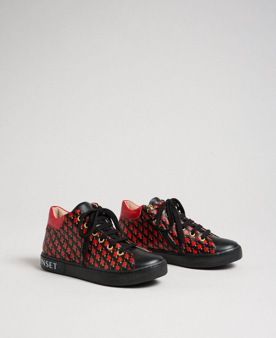 Sneakers in pelle con stampa cuori Stampa Cuoricini Bambina 192GCJ02G-02