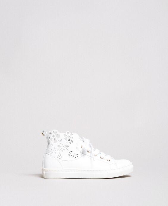 Sneakers in nappa lucida con ricamo
