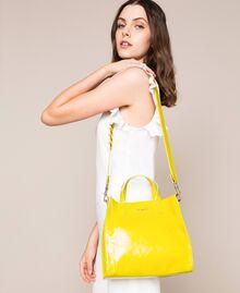 Mittelgroßer Shopper aus Leder mit Logo Lime Gelb Frau 201TO8091-0S