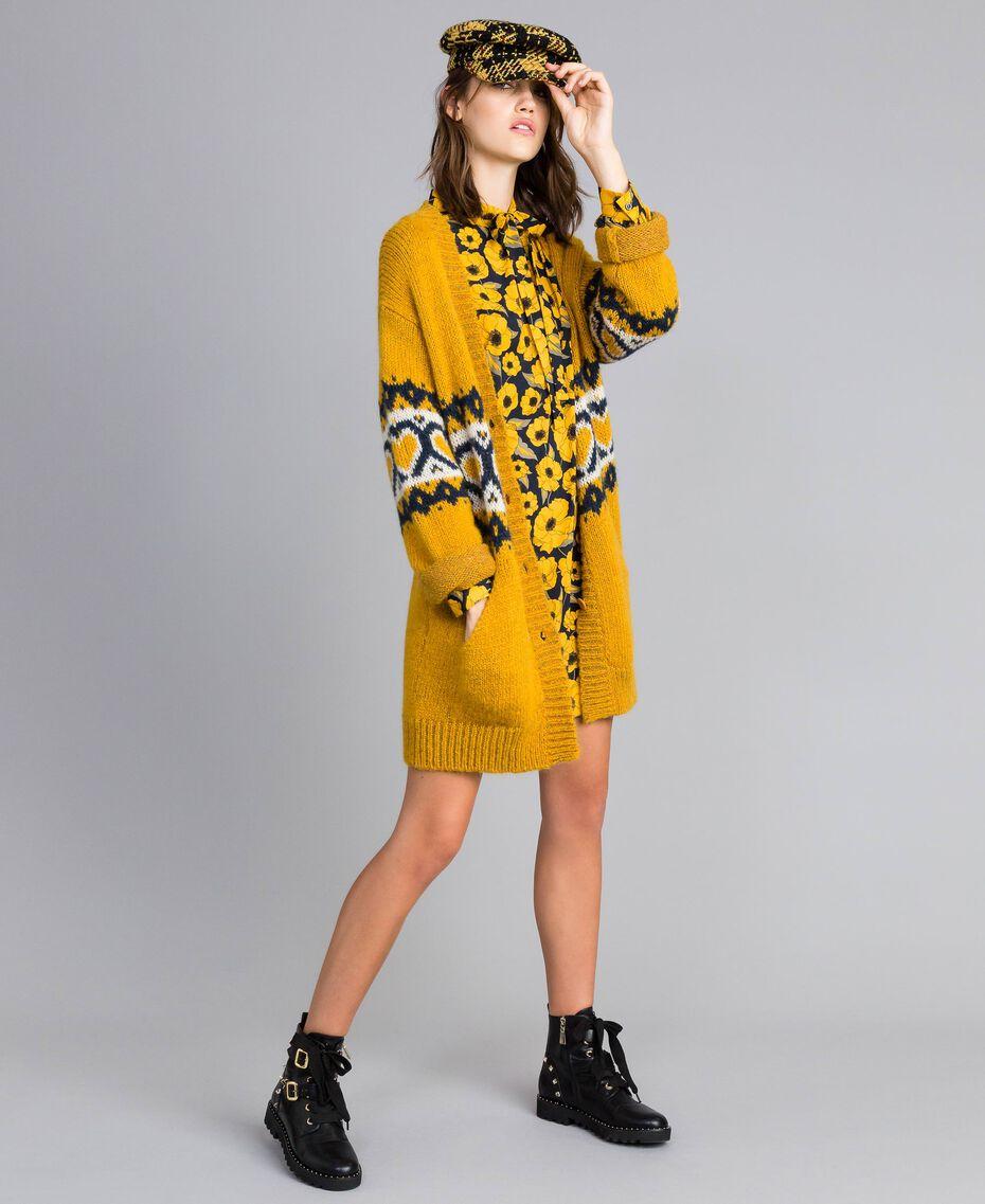 Maxicardigan mit Jacquardherzen Golden Yellow Frau YA8311-0T