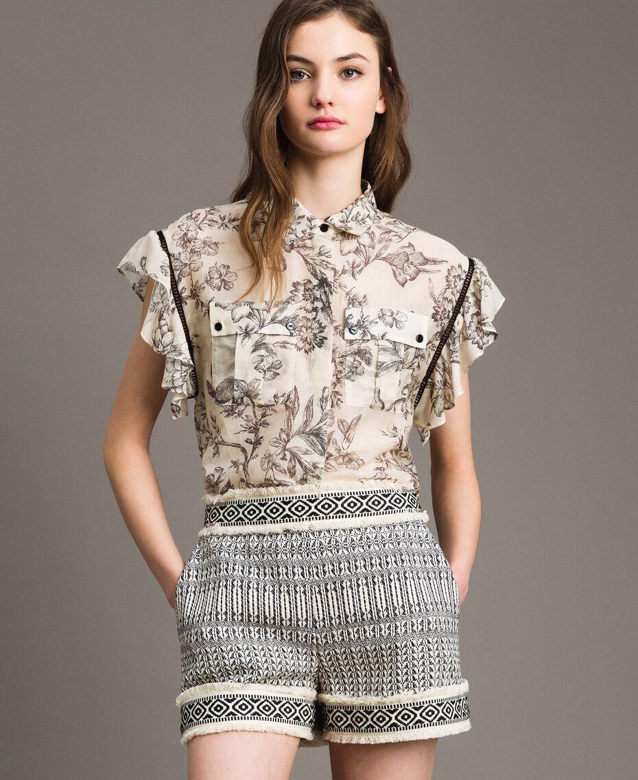 "Ethnic-motif jacquard shorts ""Marzipan"" Beige / Black Jacquard Woman 191TT2432-02"