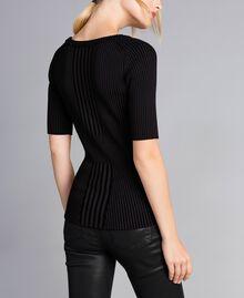 Pullover aus zweifarbiger Viskose Schwarz Frau QA8TBA-03