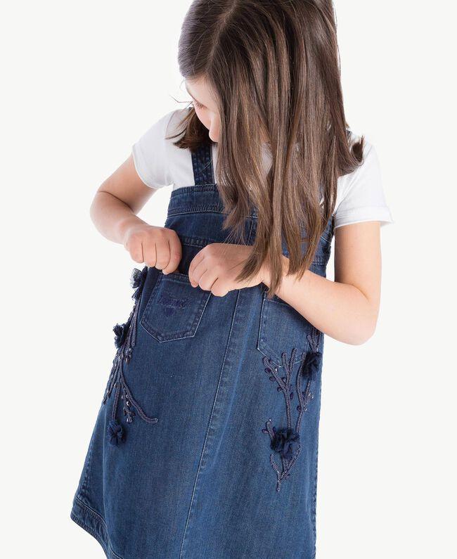 Kleid aus Denim Stickerei Denimblau / Ozeanblau Kind GS82JB-06