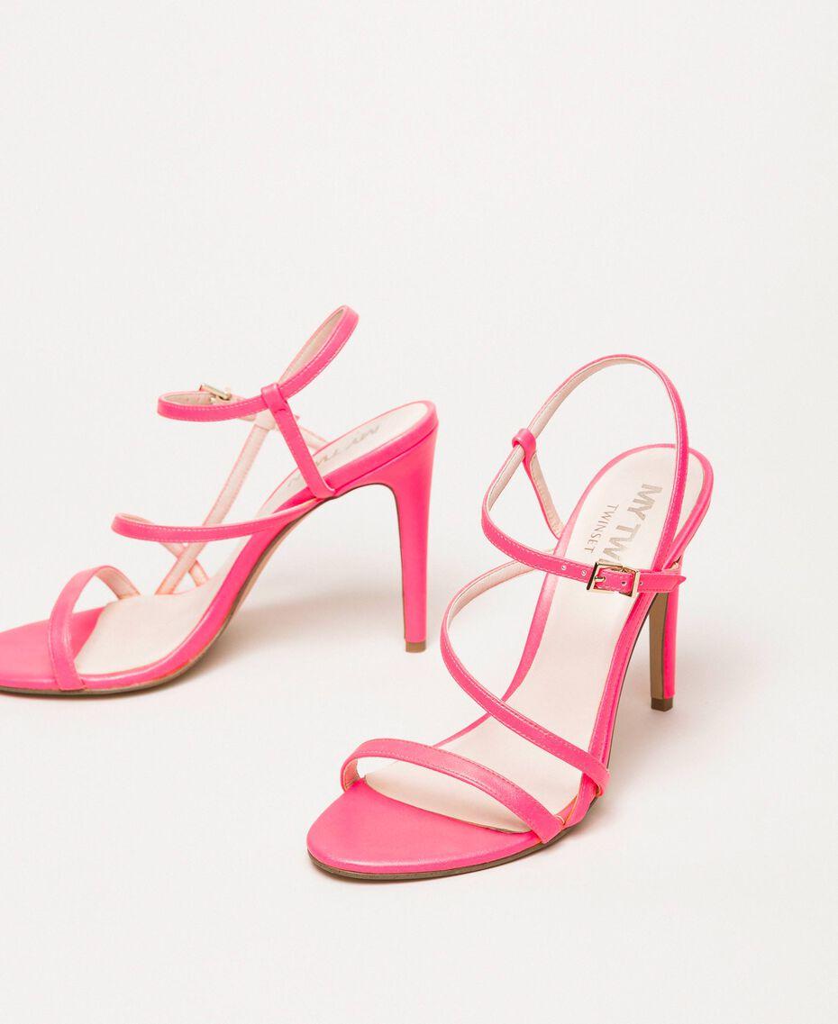 Sandalette aus Lederimitat in Neonfarbe Neonpink Frau 201MCT020-02