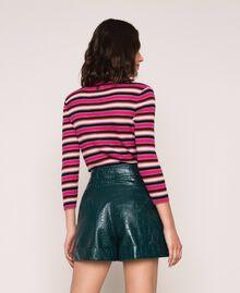 Shorts aus Lederimitat mit Krokoprägung Waldgrün Frau 201TP2362-03