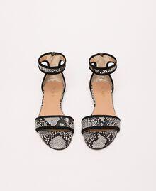 Flache Sandale aus Leder mit Pythonprägung Zweifarbig Print Python Helles Felsengrau / Schwarz Frau 201TCP020-05