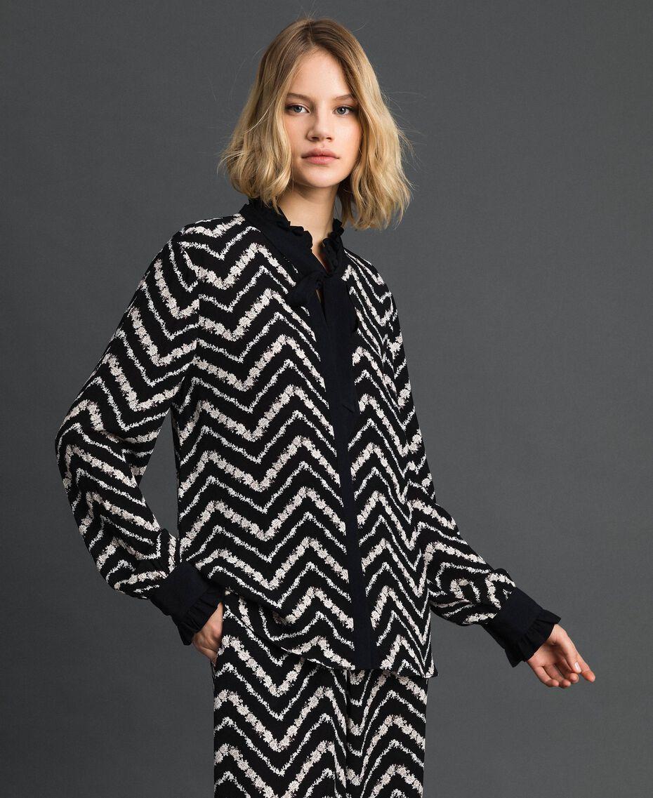 Chemise avec imprimé floral à chevrons Imprimé Chevrons Noir / Blanc Neige Femme 192TP2529-01