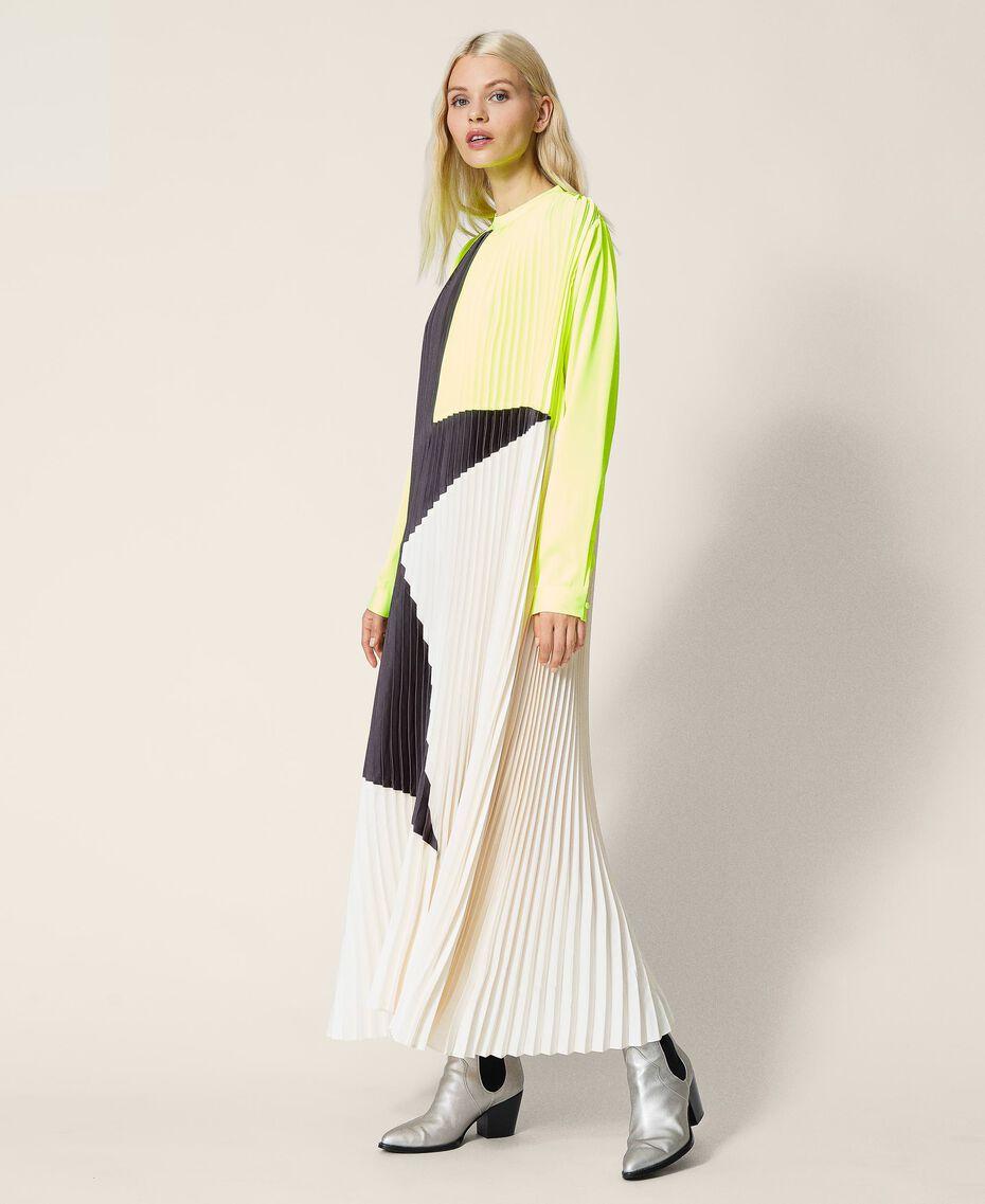 Robe longue «Agate» en satin plissé Jaune Fluo / Nacre / Gris «Canon de Fusil» Femme 212AT2097-03