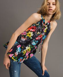Oberteil mit Blumenprint und Volant All Over Black Multicolour Flowers Motiv Frau 191MT2292-05