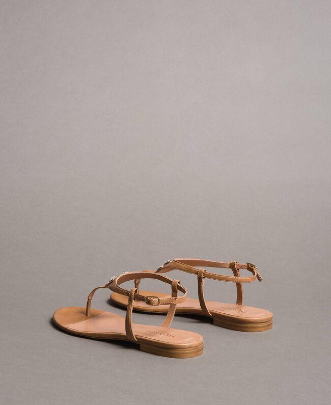 Sandales en cuir avec papillon bijou Beige Nougat Femme 191TCT090-04