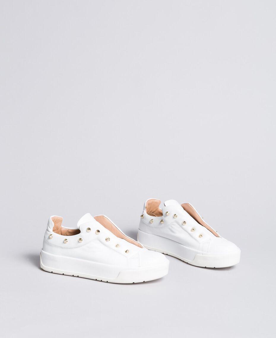 Sneakers aus Leder mit Nieten Weiß Schnee Frau CA8TFA-02