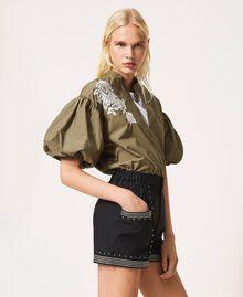 Shorts aus Popeline mit Nieten Schwarz Frau 211TT2484-03