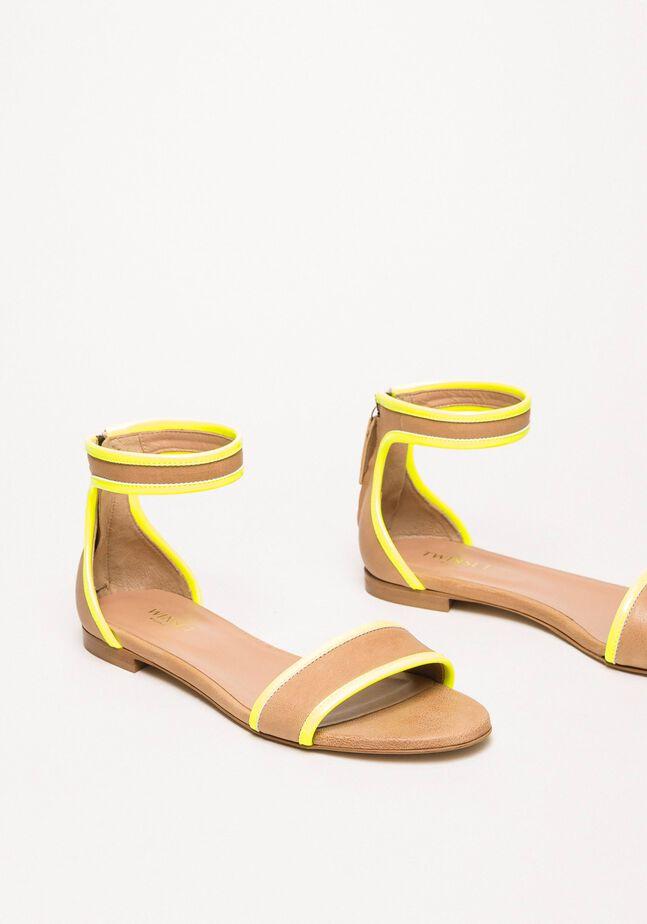Sandales plates en cuir et vernis