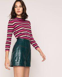 Shorts aus Lederimitat mit Krokoprägung Waldgrün Frau 201TP2362-02