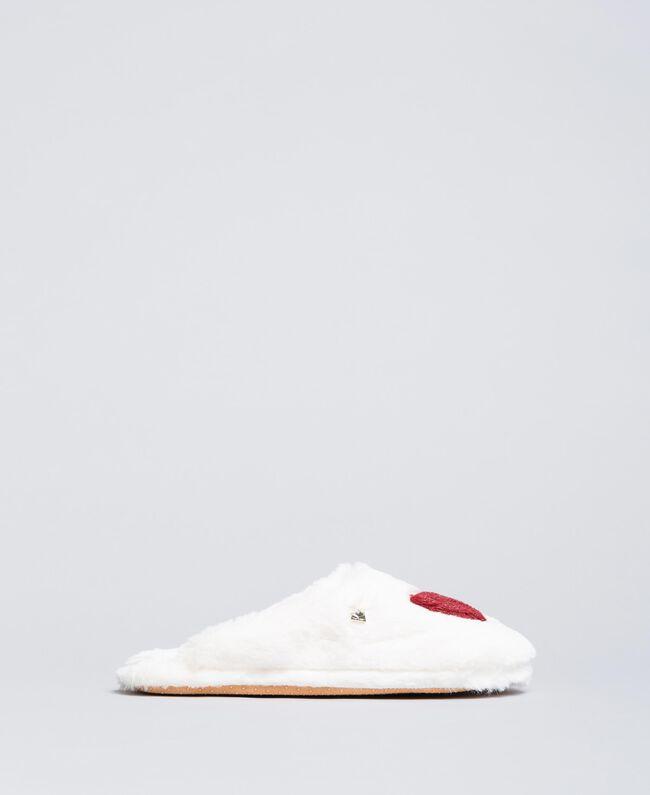 Slippers en fausse fourrure avec cœur Bicolore Ivoire /Rougeâtre Femme LA8ZDD-01