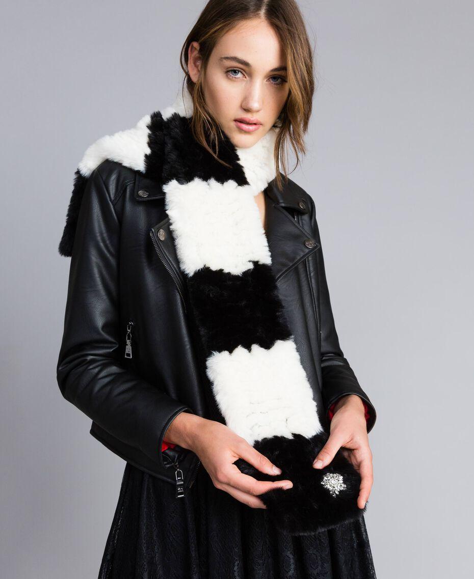 Écharpe en fausse fourrure rayée Bicolore Blanc Nacre / Noir Femme VA8P3E-0S
