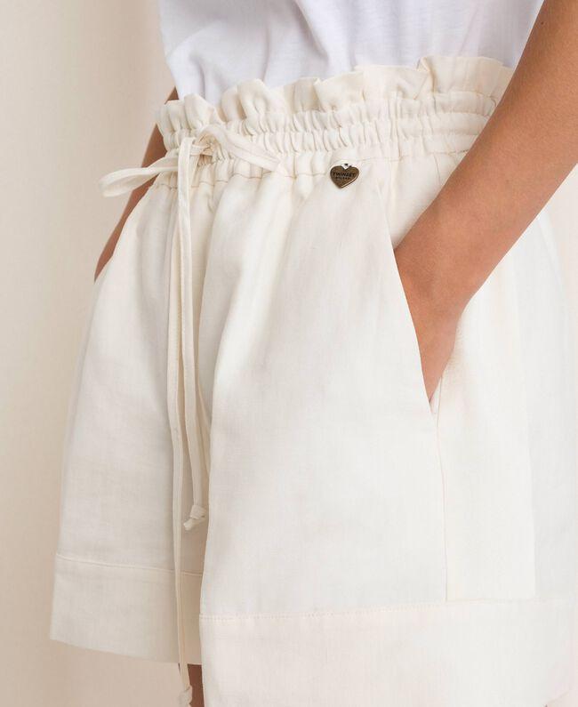 Shorts aus Leinenmischung Weiß Schnee Frau 201TP2255-04