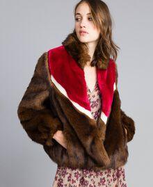 Jacke aus Pelzimitat mit Intarsien Mehrfarbig Mahagoni / Kirschrot-Fuchsia / Perlmutt Frau YA82CB-02