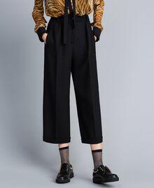 Cropped-Hose aus Bi-Stretch-Wolle Schwarz Frau TA8271-01
