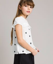 Plumetis shirt with butterflies Optical White / Black Embroidery Child 191GJ2371-02