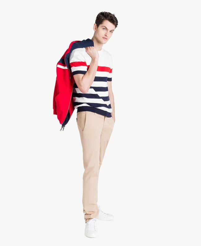 Pullover mit Streifen Multicolor Mattweiß / Geranienrot / Blackout-Blau Mann US8311-05