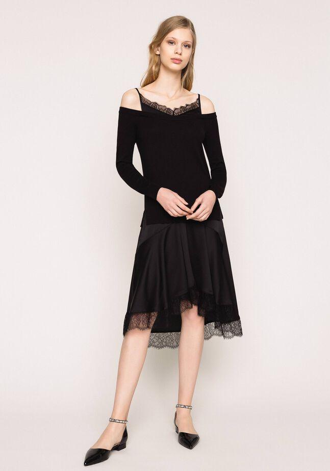 Трикотажное платье с атласной ложной комбинацией