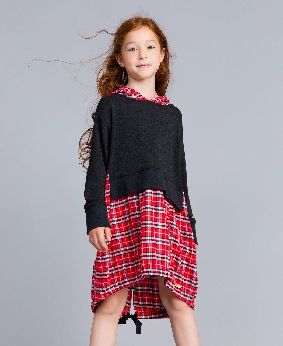 Kleid aus Sweatstoff und kariertem Stoff Zweifarbig Graumelange / mohnrote Karos Kind GA8243-02